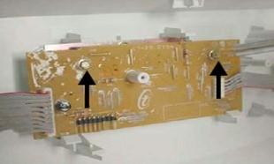 retirada_parafusos_placa_interface_lavadoras_consulCWL75A e CWL10B